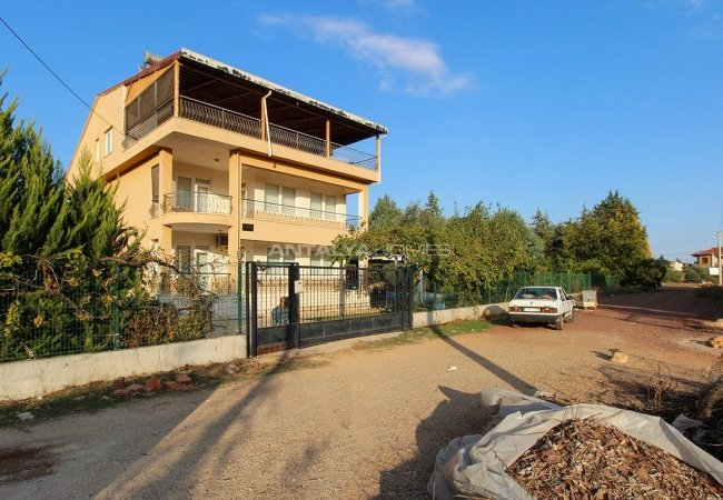 Whole Building with Expansive Garden and Fruit Trees in Döşemealtı