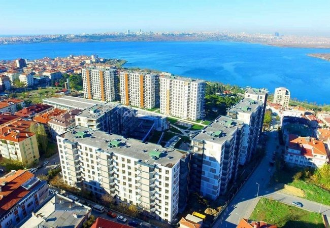 Lake View Istanbul Apartments for Sale in Kucukcekmece