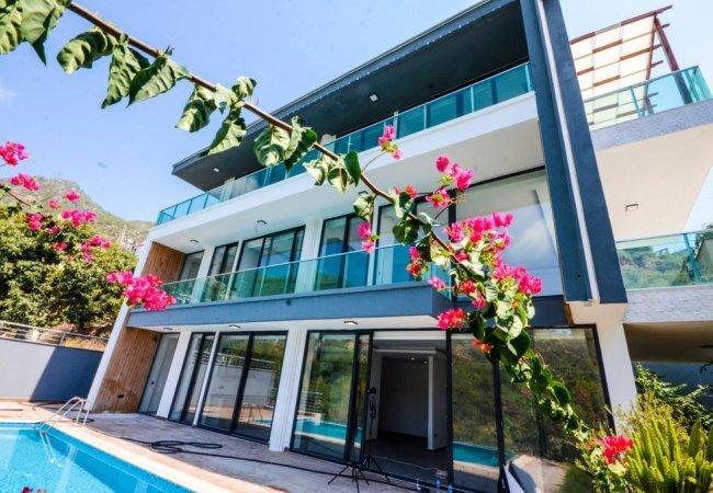 Luxury Central Villas with Sea and Castle Views in Alanya