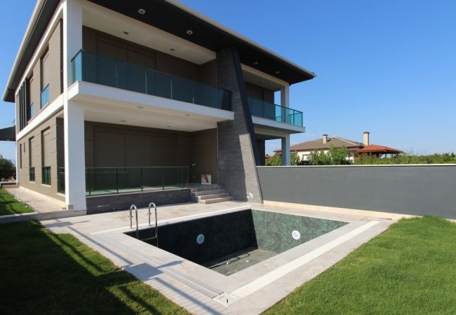 Luxurious Villas with Smart Home Systems Near the Highway in Antalya