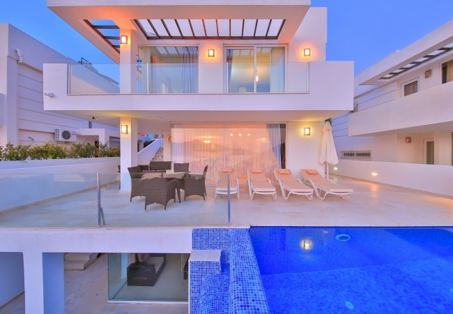 Furnished Kalkan Villa with Infinity Pool and Garden