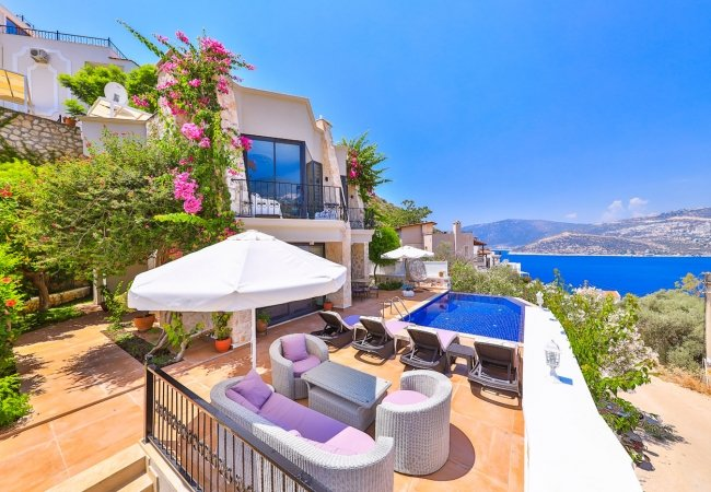 Triplex Villa with Spectacular Sea and Nature Views