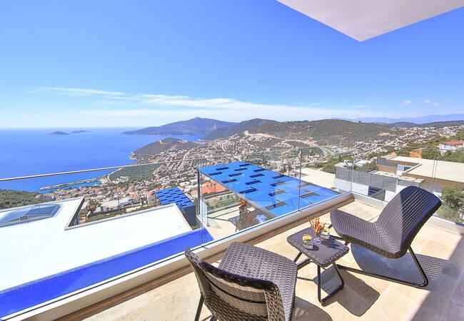 Modernly Designed Villas with Infinity Pool in Kalkan