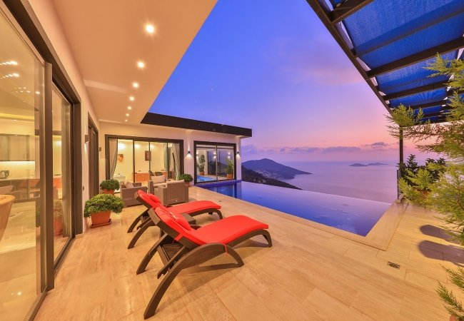 Modernly Designed Villas with Panoramic Sea and Forest View
