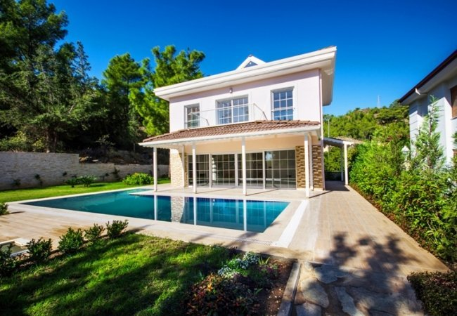 Bright Villa with a Private Swimming Pool in Kemer Camyuva