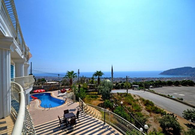 Capacious Houses in Alanya with Swimming Pool and Garden