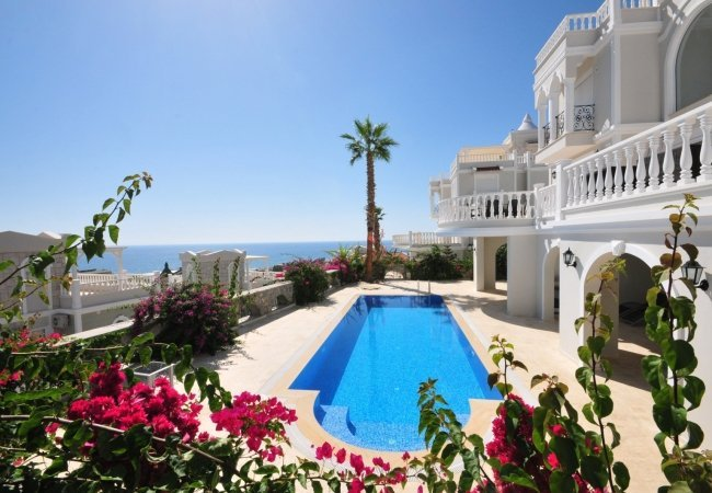 Modern Villa with a Private Pool and Garden in Konakli