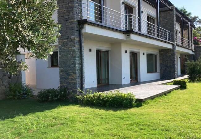 Luxury Semi-detached Villas with Gardens in Mugla Yalikavak