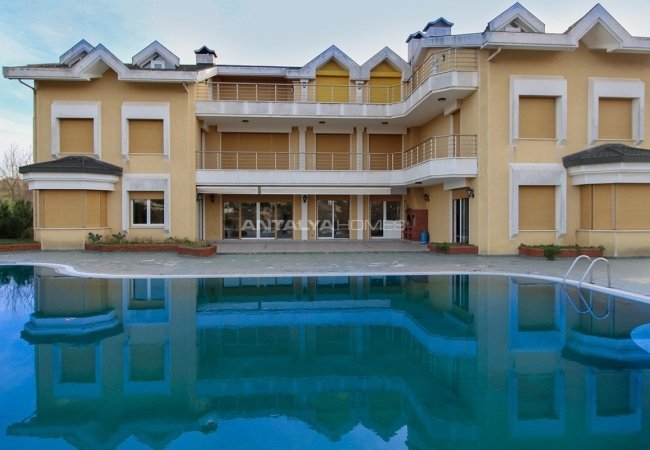 Triplet 15 Bedroom Villa with a Private Pool in Kocaeli
