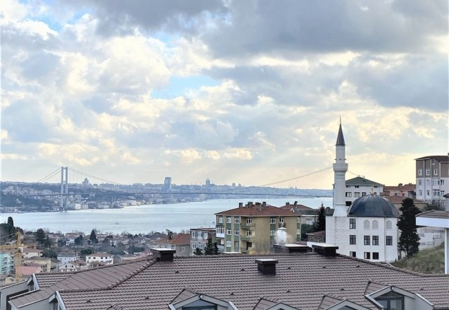 Bosphorus View Apartment in a Secure Complex in Uskudar
