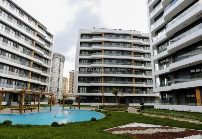Apartments in Istanbul a Few Minutes Distance to E-5 Highway