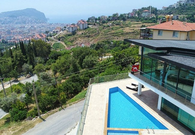 Uninterrupted Sea View Alanya House with Furniture