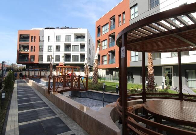 Новые Квартиры в Нескольких Минутах Езды от Моря в Стамбуле