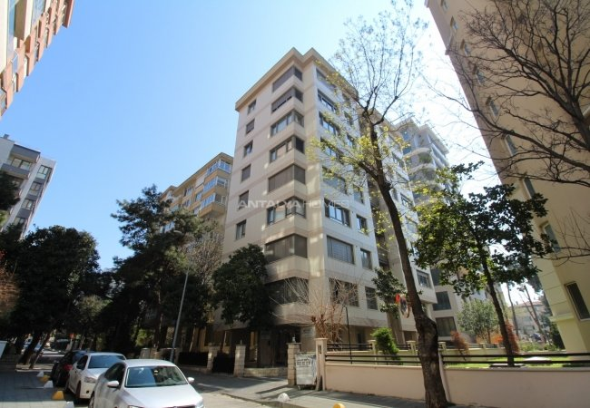 Flat for Sale in an Advantageous Location of Kadikoy