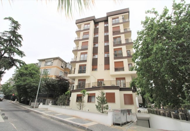 Kadikoy Apartment Within Walking Distance to the Coast