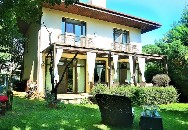Peaceful Villa Surrounded by Nature in Istanbul Omerli