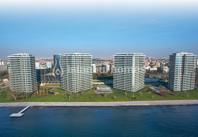High-quality Offices Near Seashore in a Luxurious Complex in Bakırköy