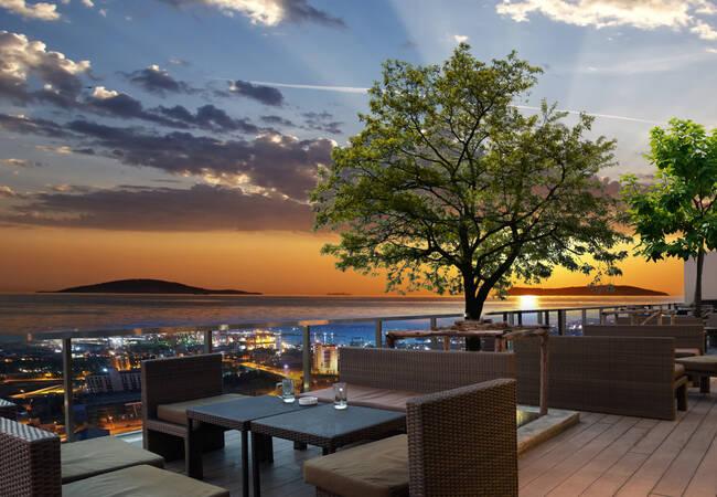 Недвижимость с Видом на Море в Проекте Смешанного Типа с ТЦ в Стамбуле