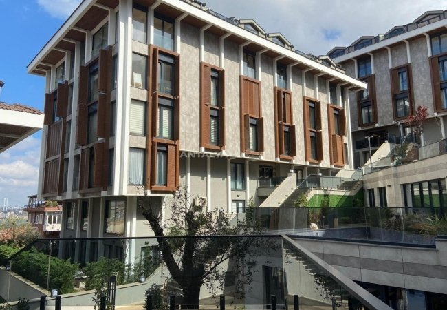 Istanbul Real Estate in a Luxurious Complex in Uskudar