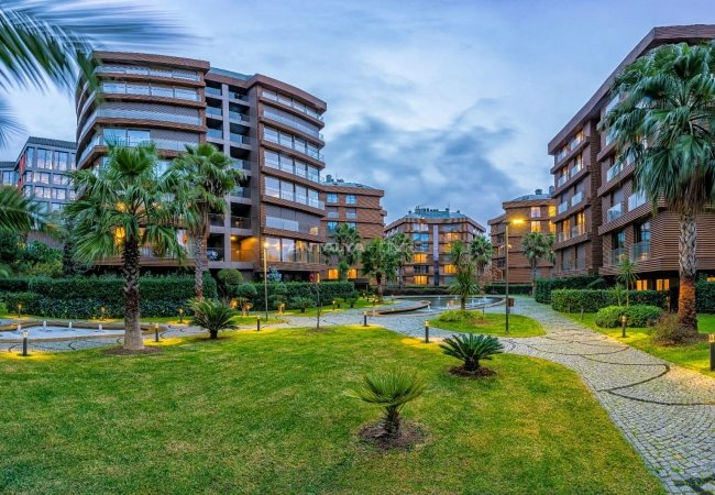 Apartments Istanbul in an Elite Complex with Rich Features