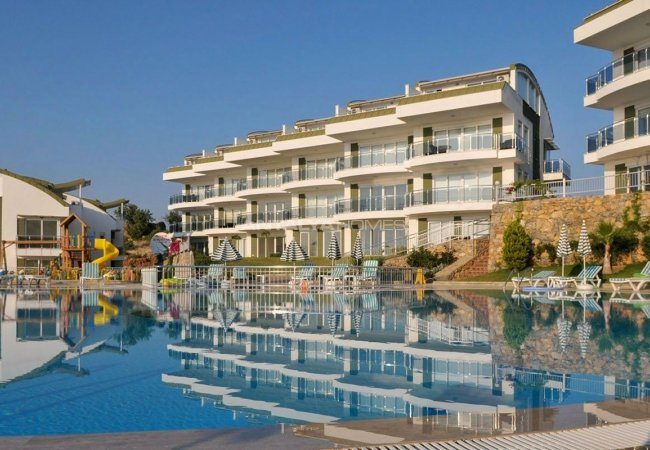 Spacious Real Estate in Alanya with Sea and Nature View