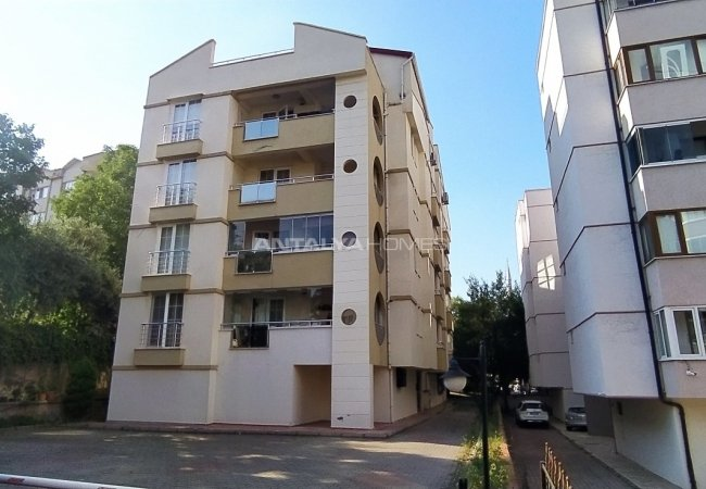 Centrally Located Flat in a Residential Complex in Bursa