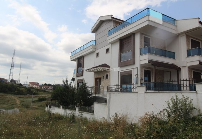 The House for Sale in Yalova Turkey with Sea and City View
